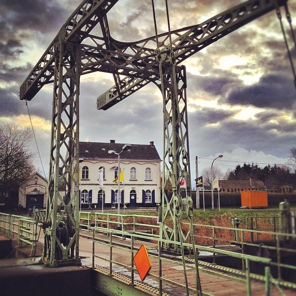 Crossing the bridge - Astene Sas